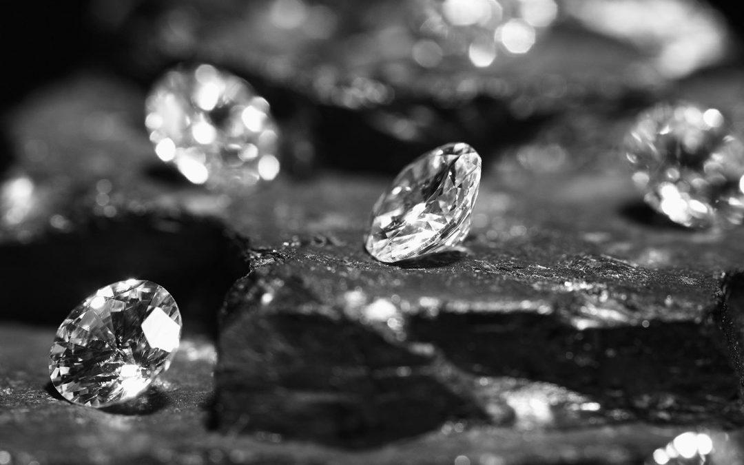 Diamanten: Von der Geburt tief im Inneren eines Vulkans bis zum edlen Brillanten ist es ein weiter Weg.
