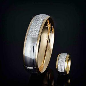 Armreif und Ring aus der Collection Cosy der Goldschmiede Hofacker