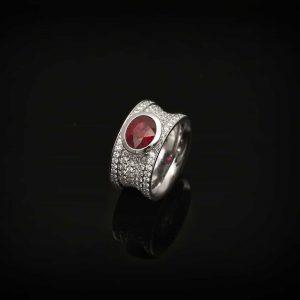Ring mit mystischem Rubin von Goldschmiede Hofacker