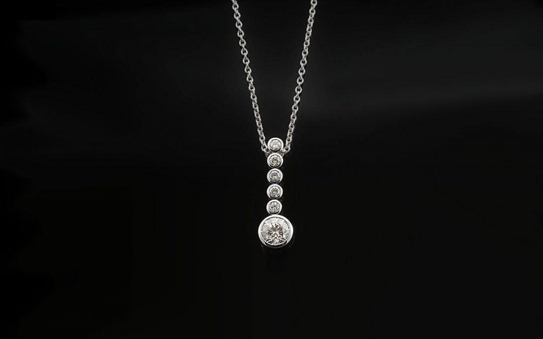 """Anhänger aus der Collection """"Diamonds"""" der Goldschmiede Hofacker"""